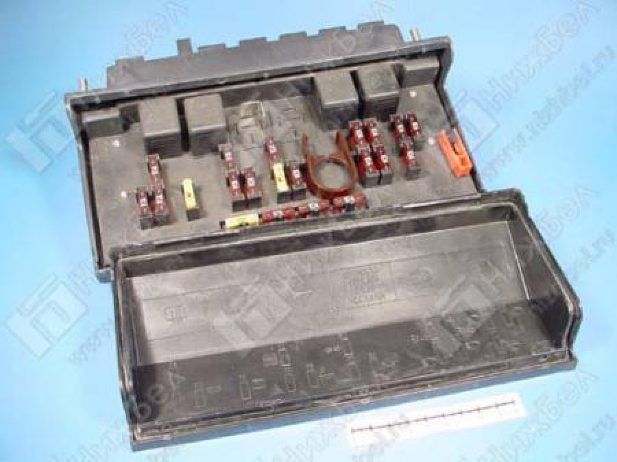 Блок предохранителей нового образца ВАЗ 2105 продаю не ремонтный полностью исправен в сборе, помогу установить.